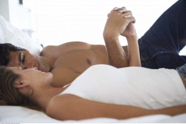 Парочка в кровати