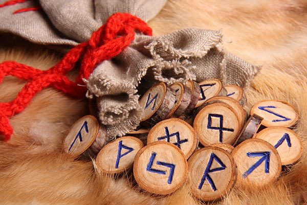Гадание на славянских рунах онлайн, узнайте свое будущее