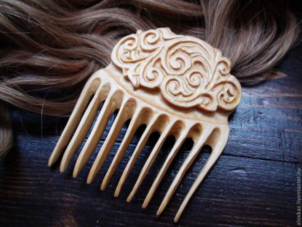 гребень и волосы