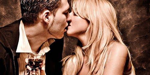 Целуются с незнакомцами развод