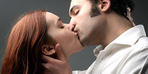 Развод целуются с незнакомцами
