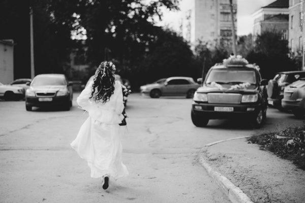 невеста бежит