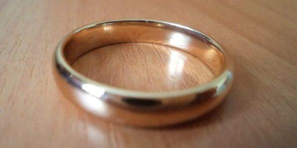 обычное золотое кольцо
