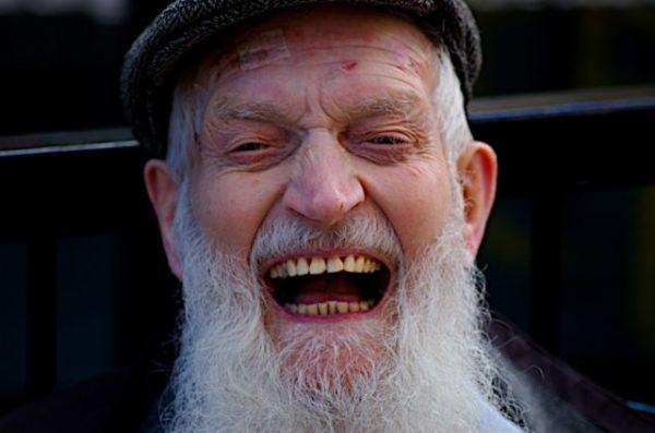 к чему покойник смеется во сне