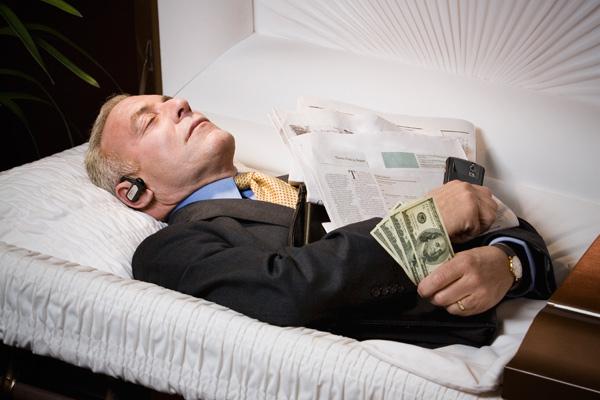 к чему снится покойник в гробу