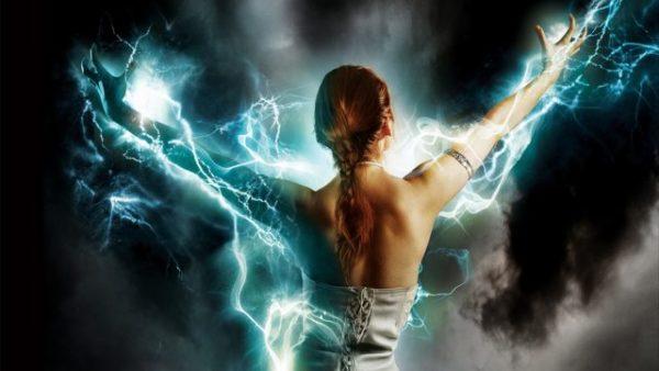 молния и женщина